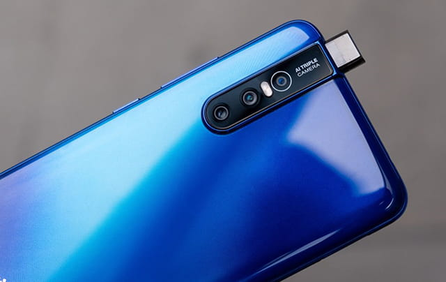 Smartphone Android yang menggunakan kamera 48MP - Vivo V15 Pro