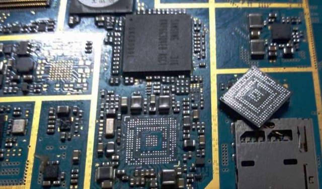 Memakai Laptop tanpa baterai dapat merusak motherboard