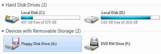 Mengapa drive Windows dimulai dari C, tidak mulai dari huruf A atau B