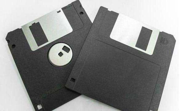 Floppy Drive yang diberi label A dan B
